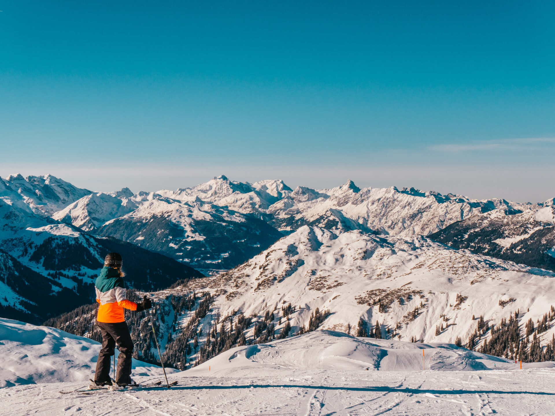 vorarlberg sonnenkopf arlberg klostertal piste ski-fahren berge frau panorama