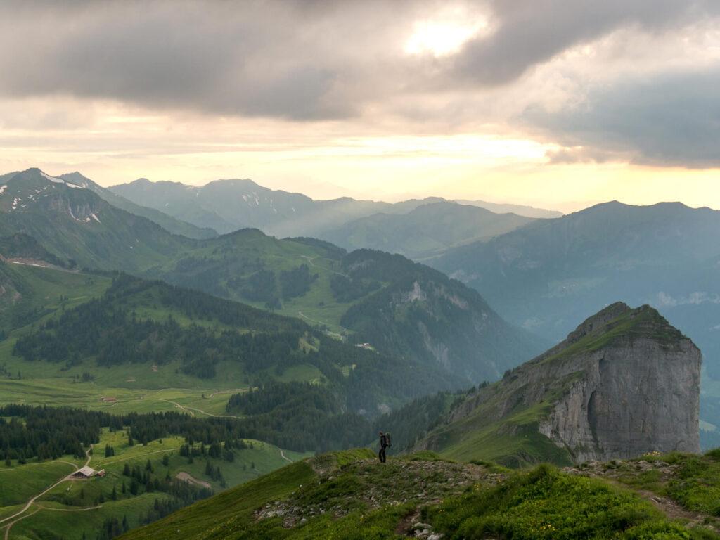vorarlberg bregenzerwald sonne mann wandern berg kanisfluh