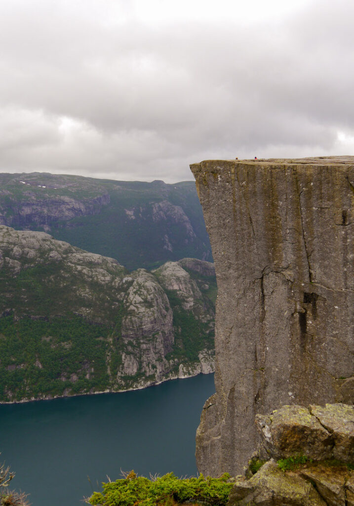 norwegen preikestolen fjord felsen wandern wasser