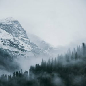 vorarlberg lech zürs lechweg zweite-etappe schnee wolken bäume