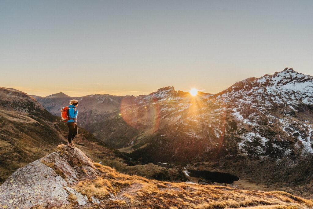 heidiland schweiz herbst frau schnee berge wandern sonnenaufgang murgsee