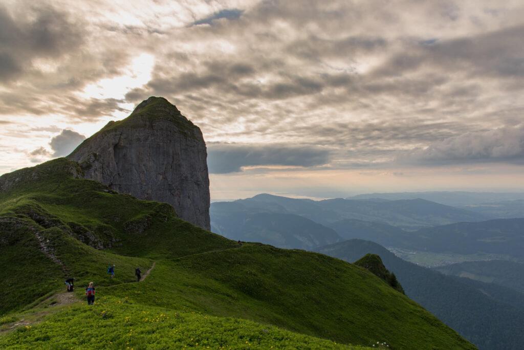 vorarlberg bregenzerwald sonne menschen wandern berg kanisfluh