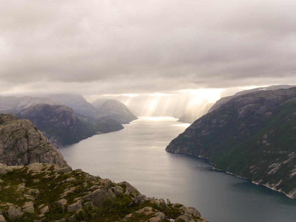 norwegen preikestolen fjord felsen wandern sonne