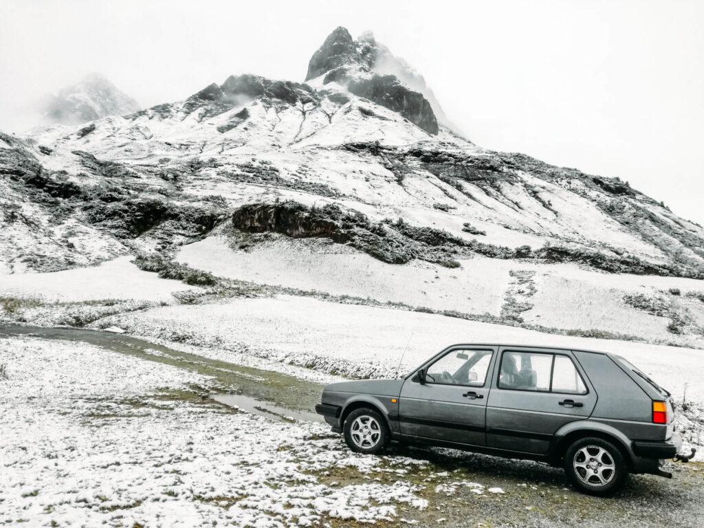 vorarlberg lech zürs lechweg zweite-etappe schnee berg auto