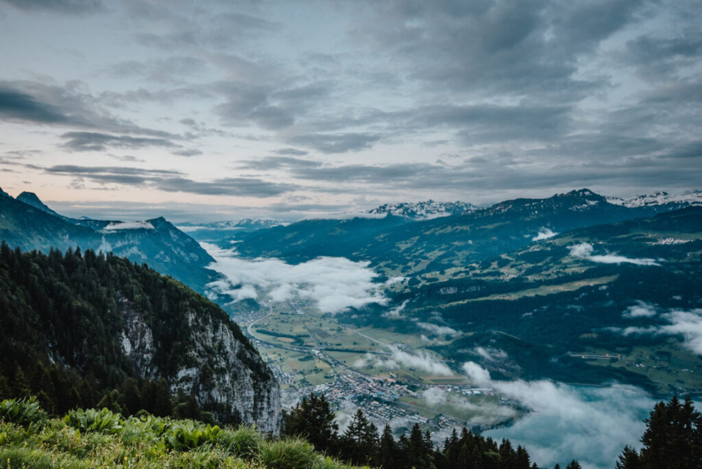 switzerland heidiland walensee mountain lake clouds walenstadt