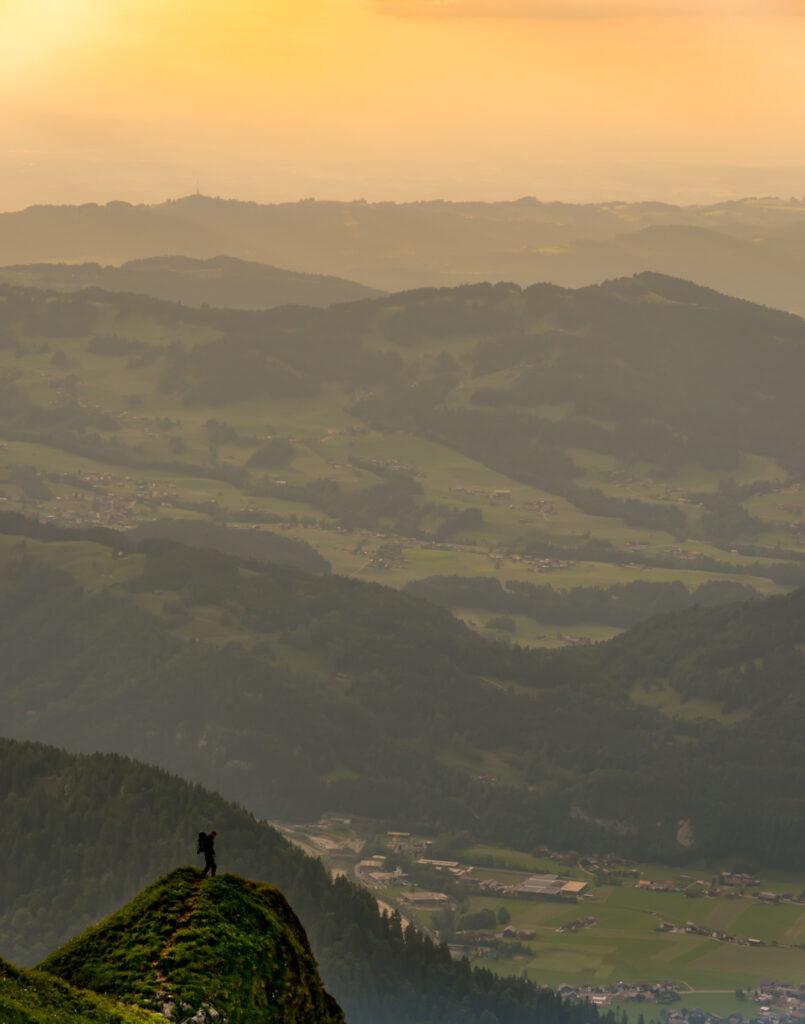 vorarlberg bregenzerwald sonnenuntergang wandern berg kanisfluh gelb tal