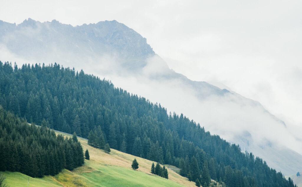vorarlberg lech zürs lechweg zweite-etappe berge wolken