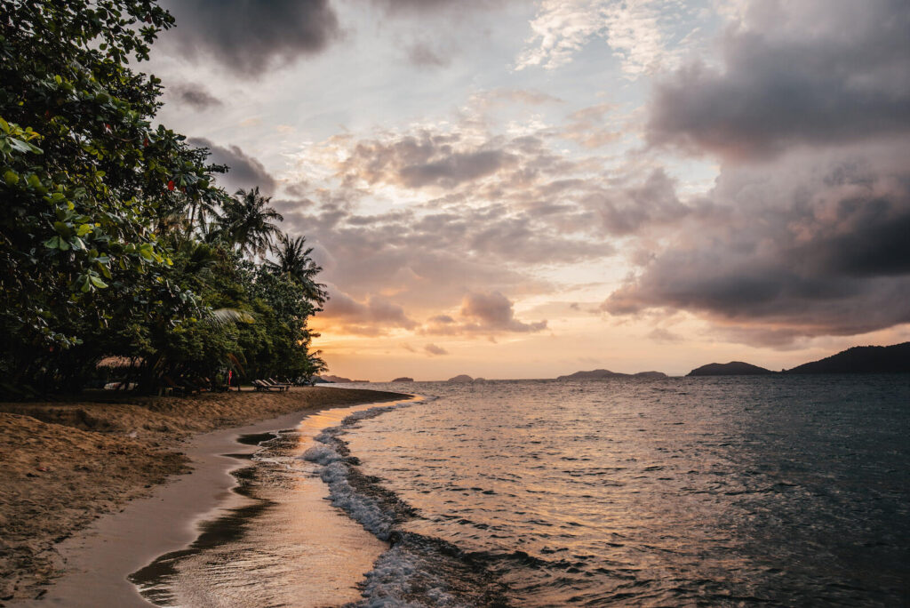 thailand koh-chang island palm-tree sunrise beach clouds
