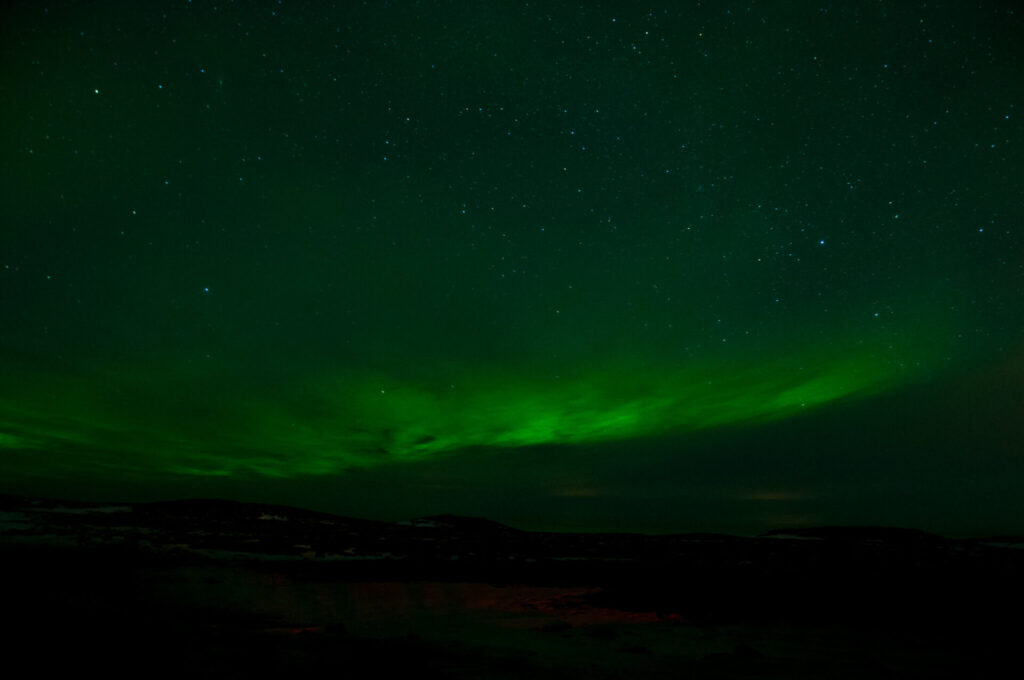 iceland night dark northern-lights green