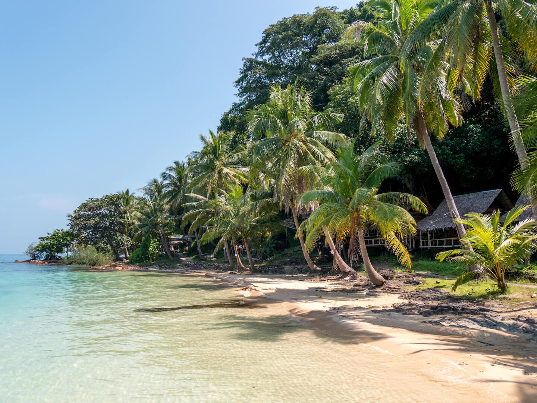 thailand koh-mak palm-tree beach sand sea hut island