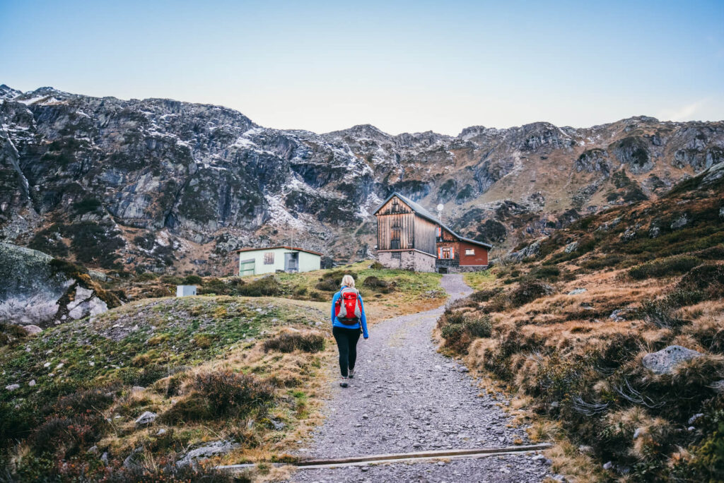 switzerland heidiland autumn fall hiking murgsee murgseehütte mountain woman