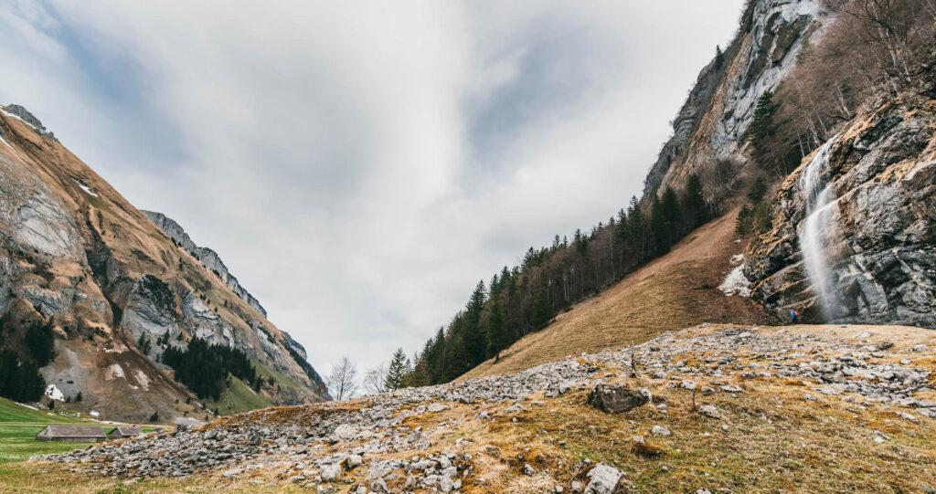 schweiz appenzeller-land seealpsee see berge wolken wasserfall