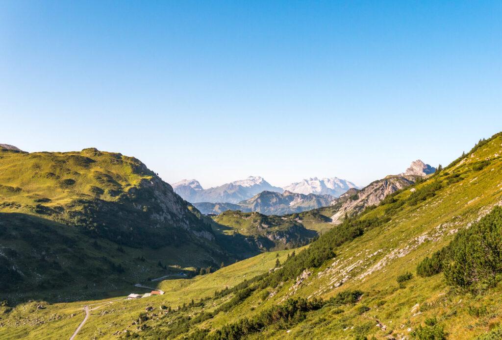 vorarlberg berge grosses-walsertal wandern blauer-himmel