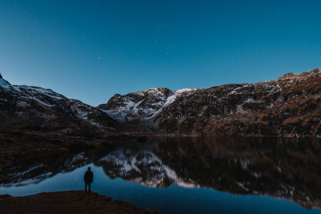 heidiland schweiz nacht sterne murgsee berge wandern murgseehütte mann