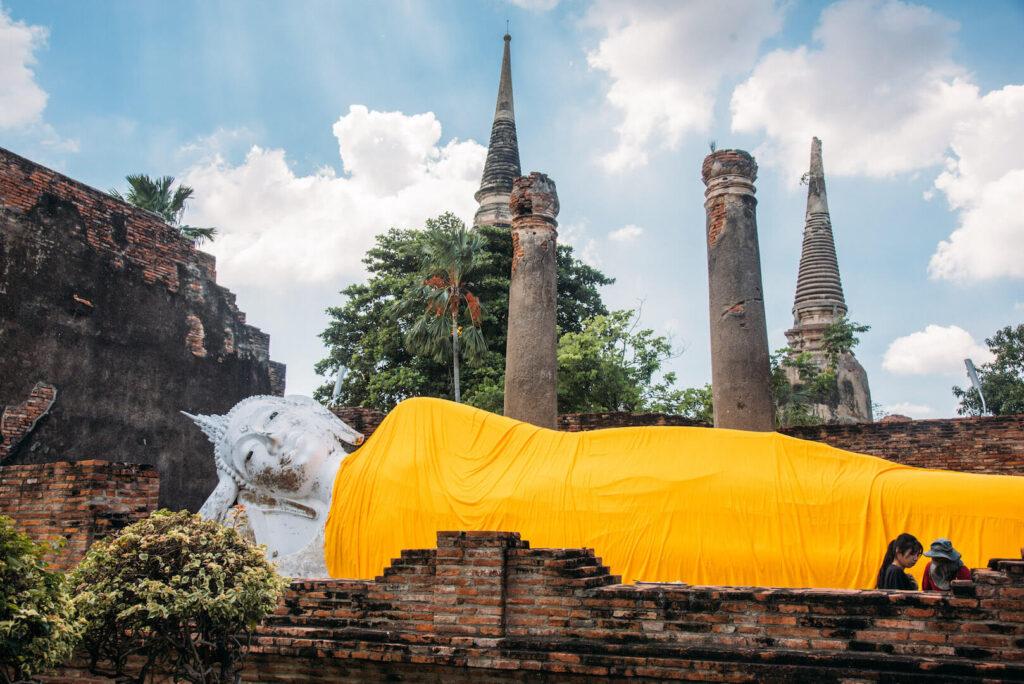 thailand ayutthaya bangkok day-trip temple god yellow statue