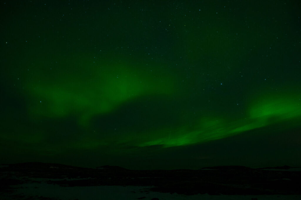 northern-lights green dark night iceland
