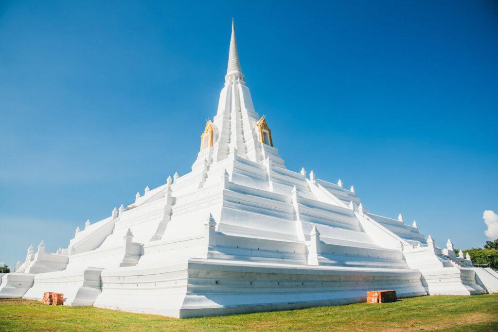 thailand ayutthaya bangkok day-trip temple white sky