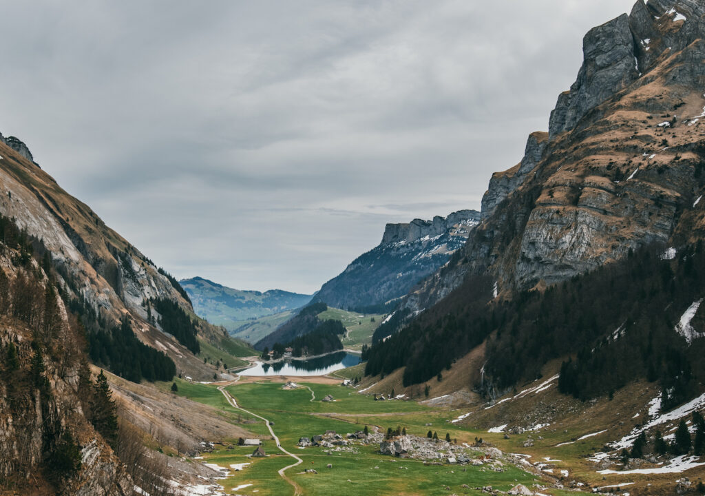 schweiz appenzeller-land seealpsee wandern see berge tal