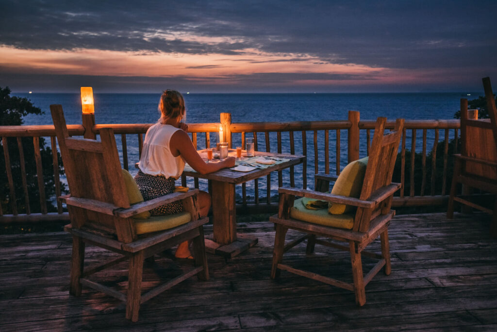 thailand koh-kood soneva-kiri hotel palm-tree sunset island sea restaurant woman
