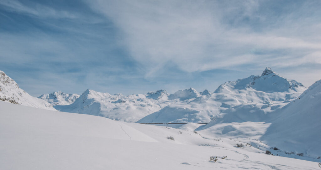 österreich montafon schneeschuhwanderung silvrettasee schnee berge silvretta silvrettastausee