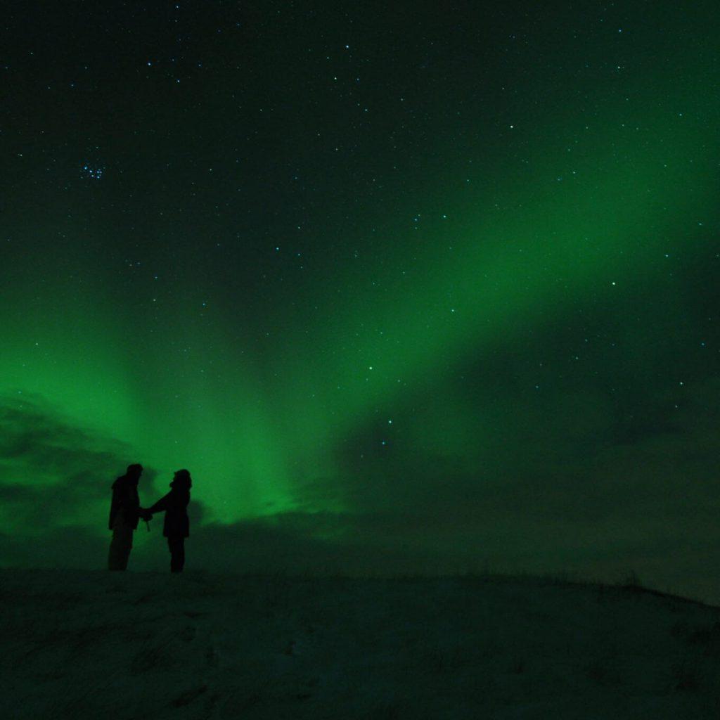 island nordlichter grün mann frau dunkel stern