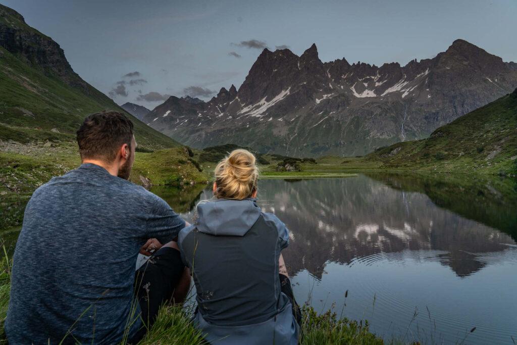 vorarlberg montafon silbertal langsee mountainbike berge see mann frau