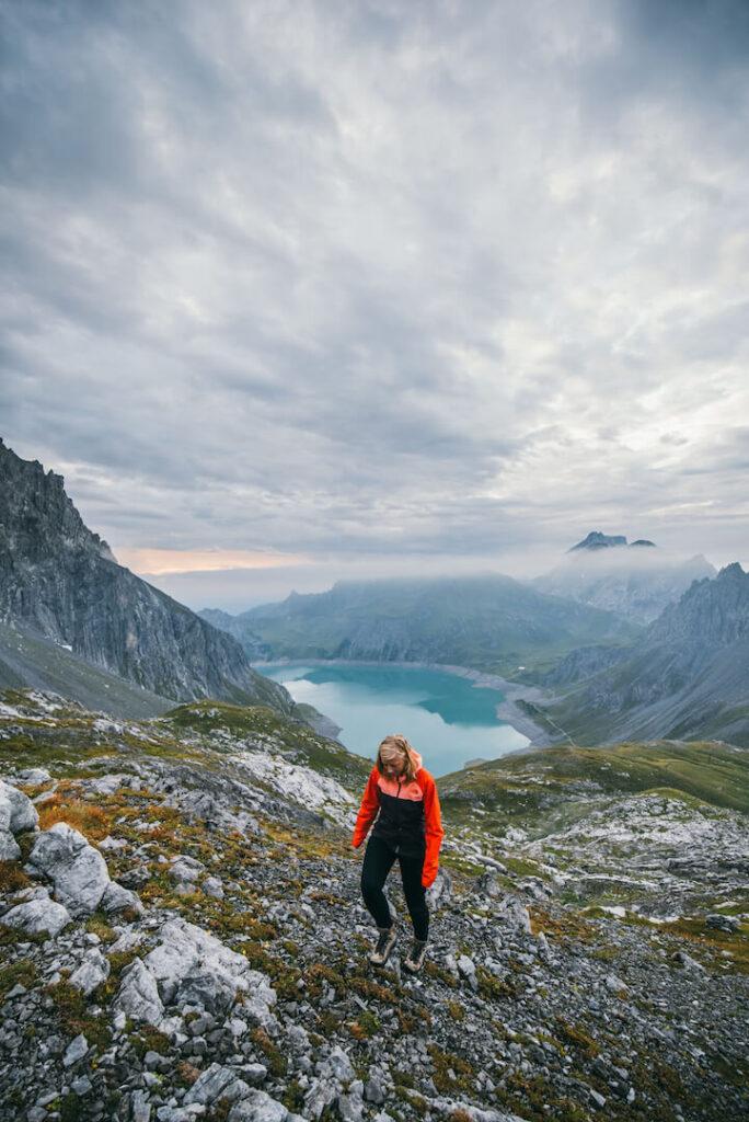 vorarlberg lünersee hiking rätikon mountain woman clouds totalphütte sonnenuntergang