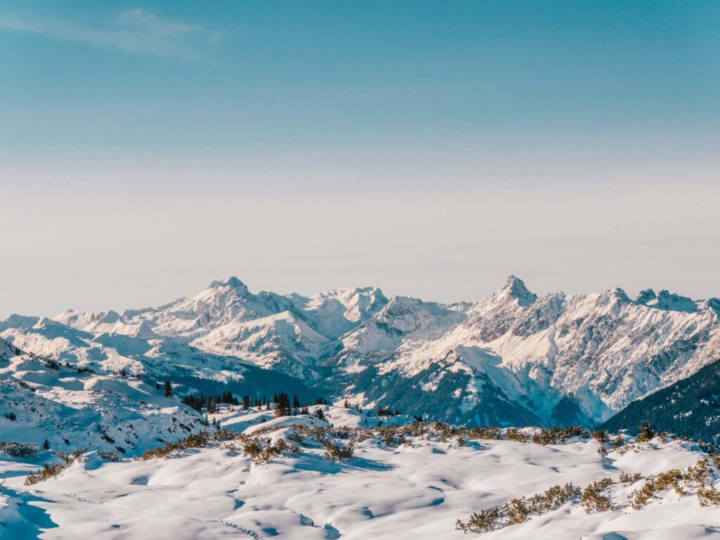 vorarlberg sonnenkopf arlberg klostertal skiing mountain piste snow man panorama