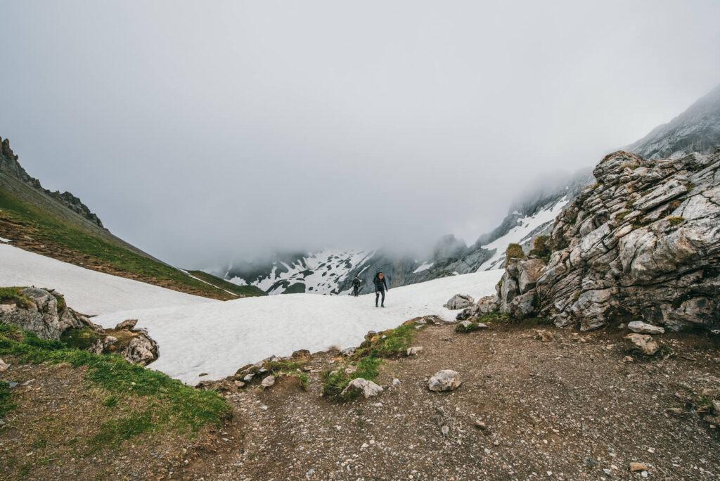 vorarlberg wandern lindauer hütte montafon wolken frau berge rätikon