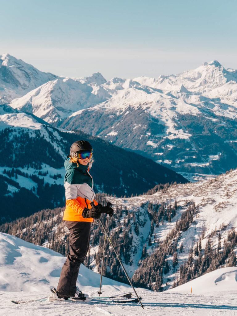 vorarlberg sonnenkopf arlberg klostertal skiing mountain piste snow man panorama frau