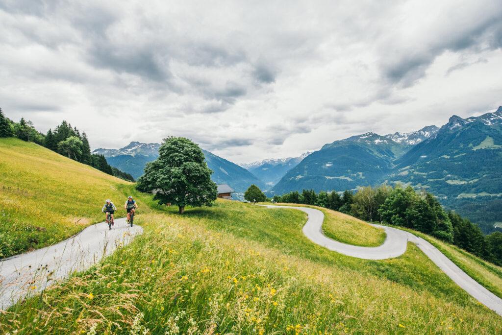 vorarlberg montafon itonskopf mountainbike single-trail mann frau