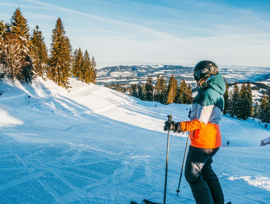 vorarlberg bödele schwarzenberg bregenzerwald skigebiet bodensee winter frau