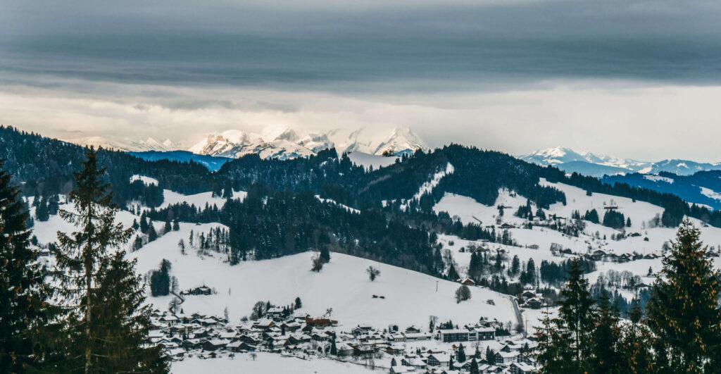 allgäu bayern oberstaufen huendlebahn skigebiet ski-fahren winter schnee berge