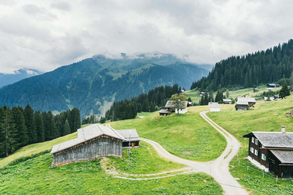 vorarlberg montafon gauertaler-alpkultourweg lindauer-hütte gauertal hiking golm