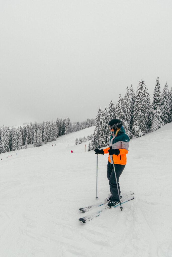 vorarlberg laterns laternsertal ski-fahren schnee skigebiet bäume frau