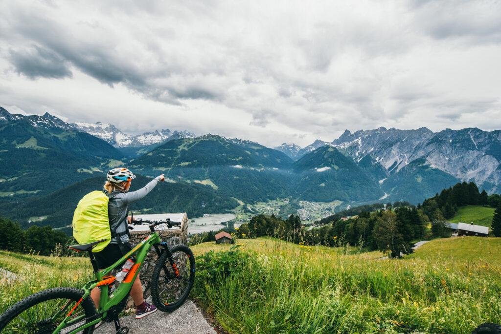 vorarlberg montafon itonskopf mountainbike single-trail berge frau