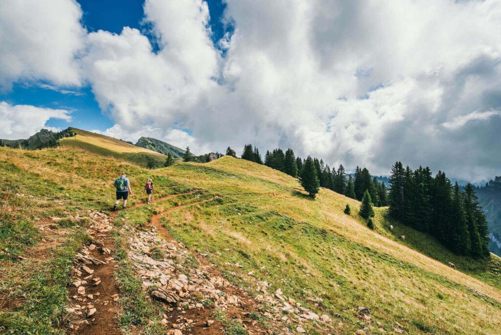 vorarlberg bregenzerwald bezau winterstaude hiking clouds man woman