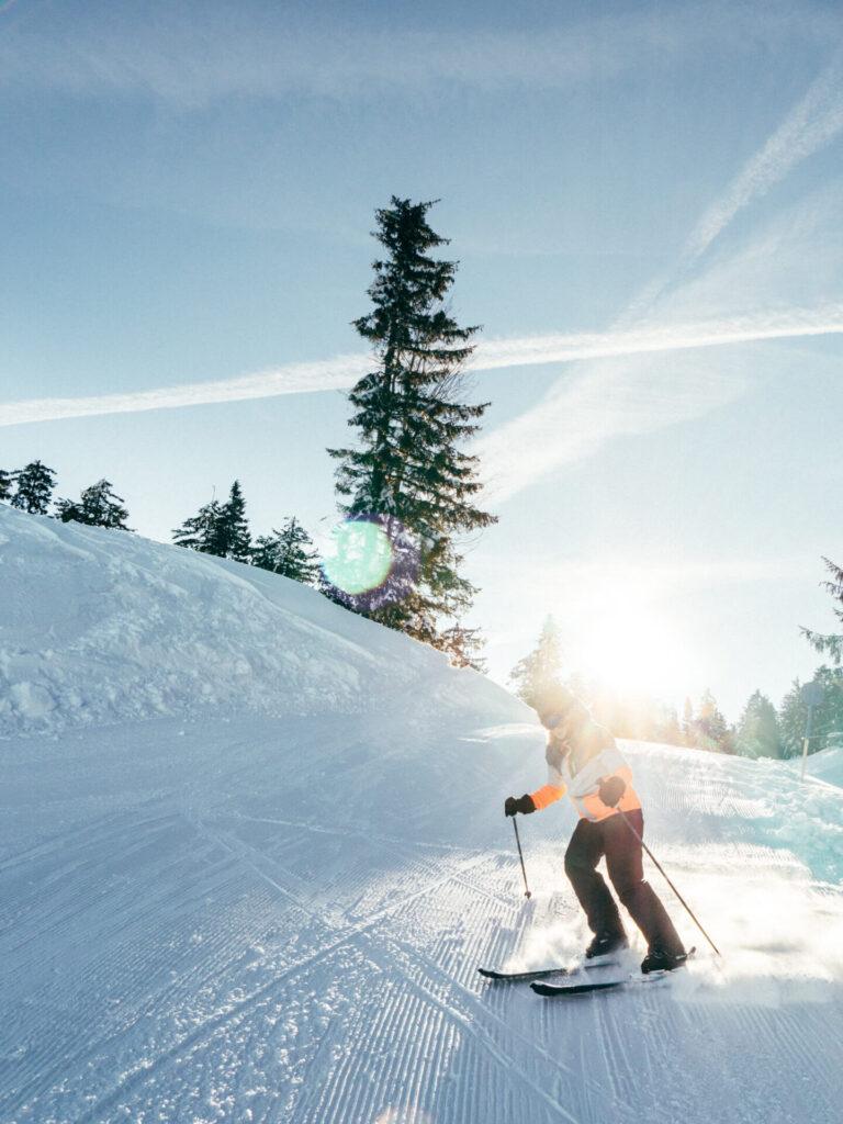 vorarlberg bödele schwarzenberg bregenzerwald skigebiet berg winter frau sonne