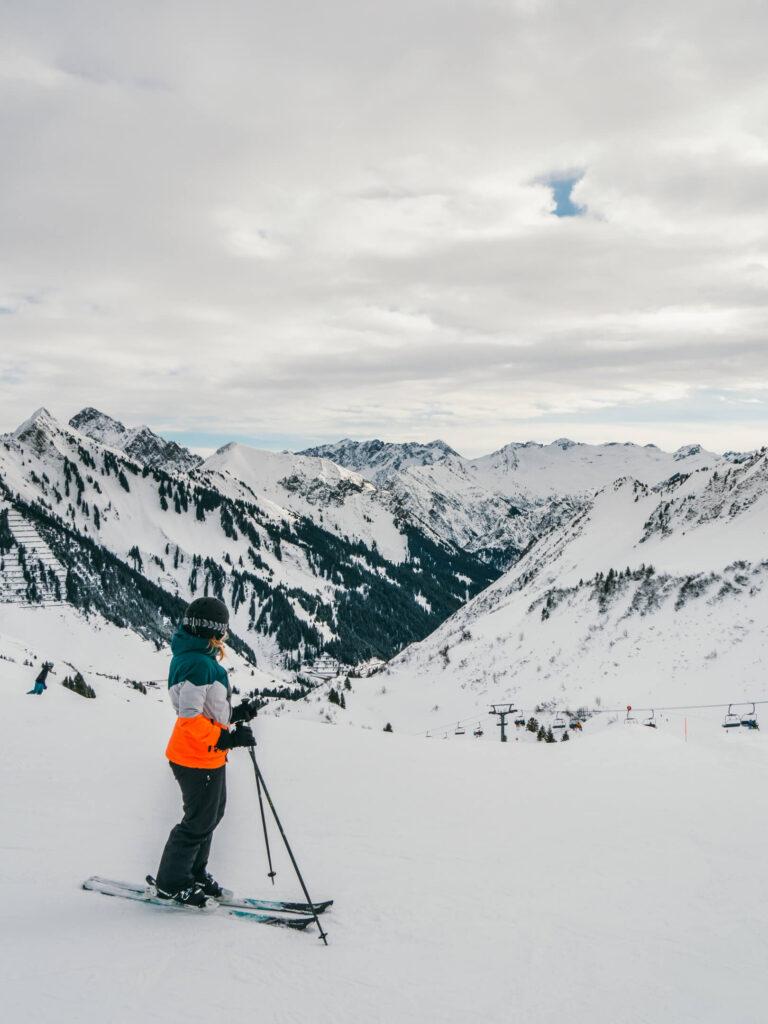 vorarlberg großes-walsertal faschina skigebiet ski-fahren winter schnee berge frau