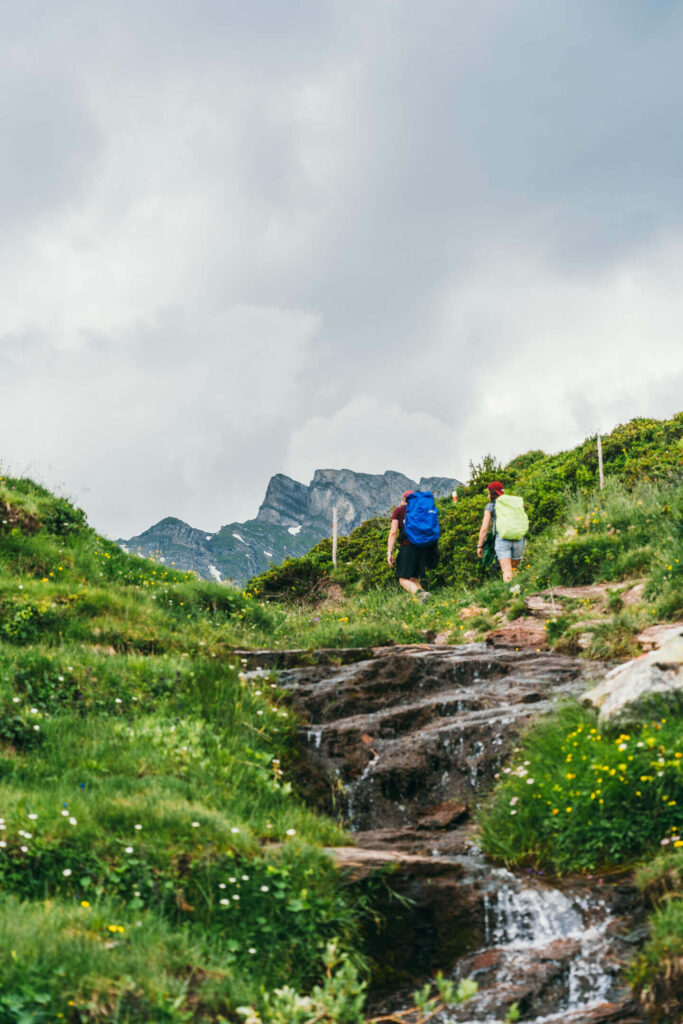 heidiland flumserberg spitzmeilenhütte hiking mountain clouds water