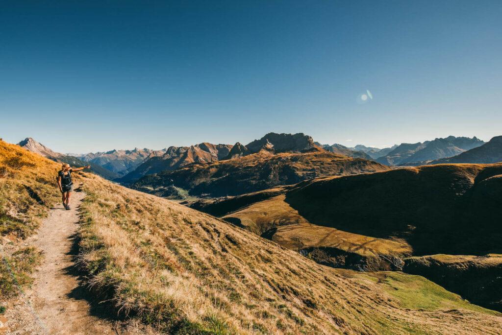vorarlberg kleinwalsertal widderstein hiking mountain widdersteinhütte frau