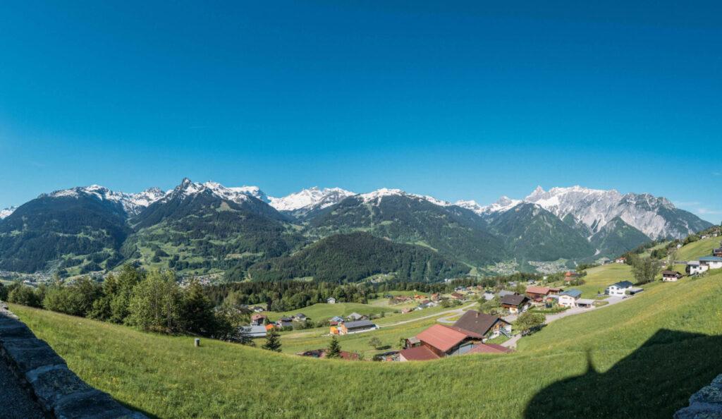 vorarlberg montafon bartholomäberg imkerwanderung wiese panorama