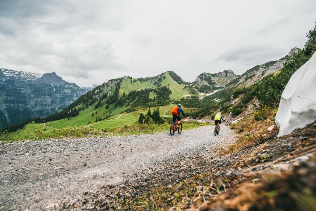 vorarlberg montafon itonskopf mountainbike single-trail berge weg schnee