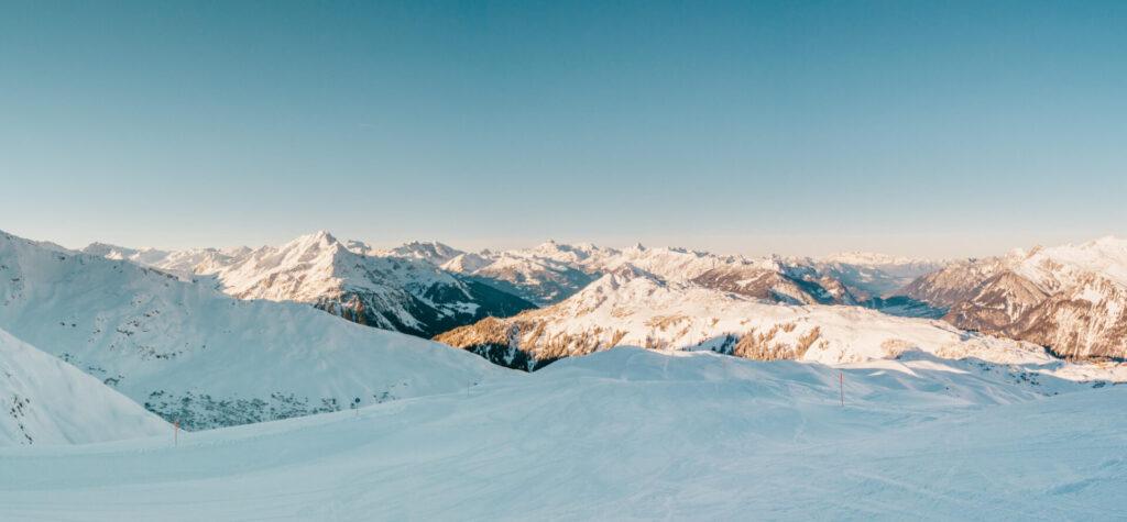 vorarlberg sonnenkopf arlberg klostertal piste skiing mountain woman snow