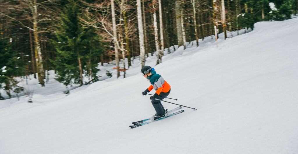 allgäu bayern oberstaufen huendlebahn skigebiet ski-fahren winter schnee berge frau piste