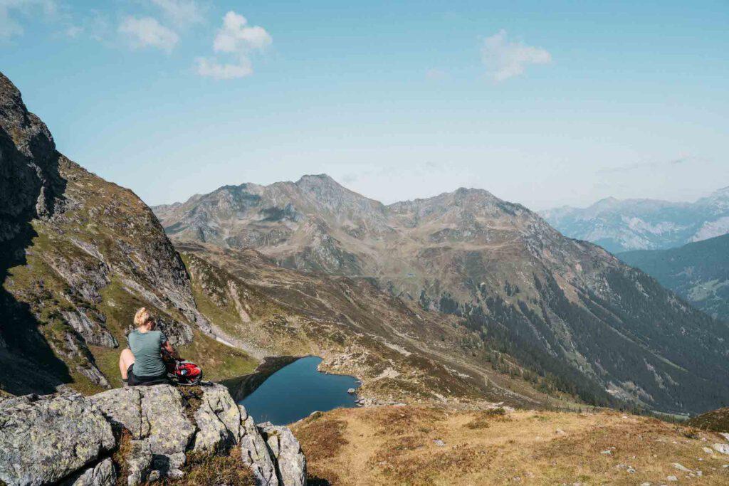 vorarlberg montafon berge aplguesalpe grasjochhütte rundwanderung see frau