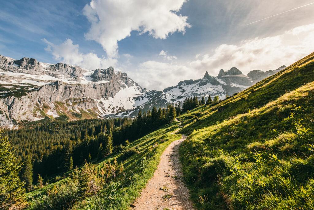 vorarlberg wandern gauertal wolken montafon schnee berge golm sonne
