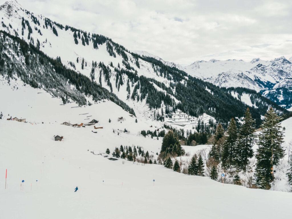 vorarlberg großes-walsertal faschina skigebiet ski-fahren winter schnee berge bäume