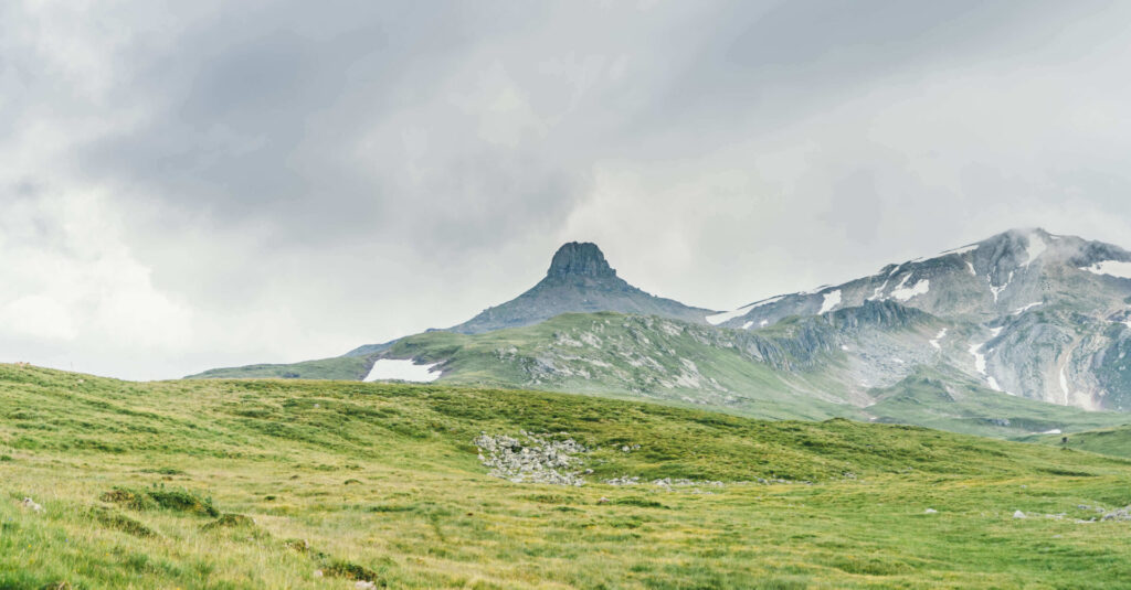 heidiland flumserberg spitzmeilenhütte hiking mountain clouds snow