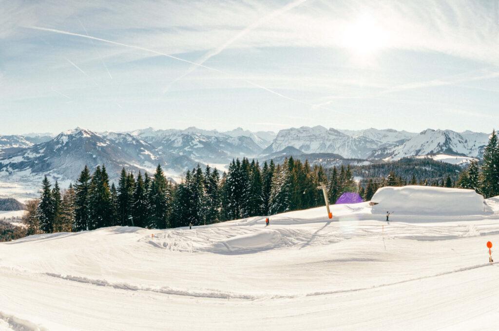 vorarlberg bödele schwarzenberg bregenzerwald skiing woman tree lift mountain